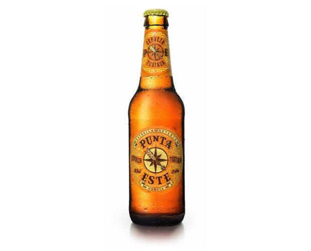 Botellas de Cerveza con Alcohol.Cerveza tostada