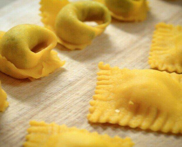 Pasta fresca rellena. Varios tipos de pasta fresca rellena congelada