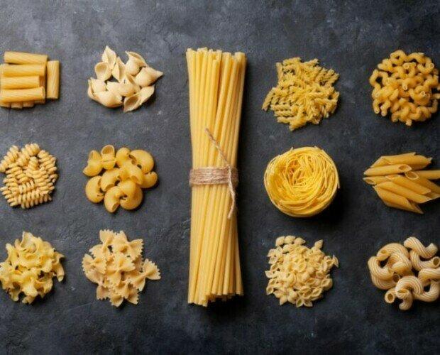 Pasta fresca rellena. Varios tipos de pasta secca Italiana