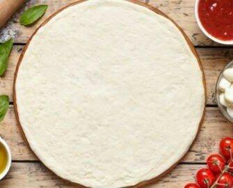 Masa de pizza congelada sin gluten. Masa de pizza congelada sin gluten, con placa de aluminio listo para hornear