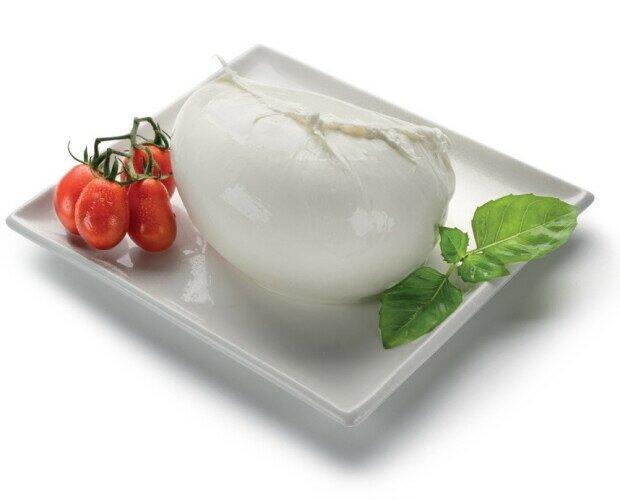 Mozzarella fresca di bufala. Tenemos una de las mejores mozzarella de búfala fresca de la región de Campania.