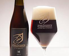Enigma Origen. Brown Ale, de color tostado oscuro con 5'5º