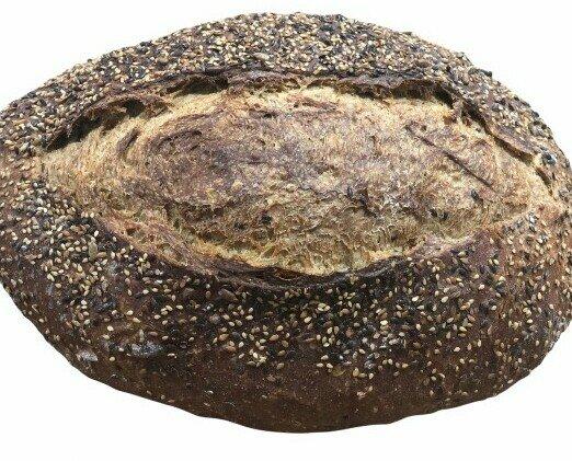 Pan del día. Pan del día de semillas. Delicioso y muy crujiente