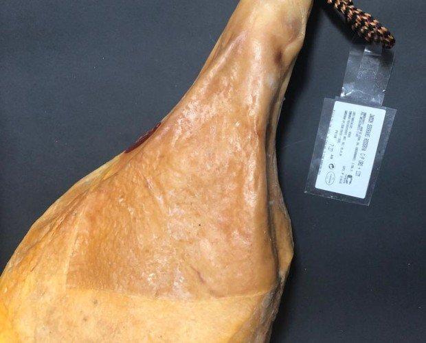 Carne. Embutidos Curados de Carne de Caza. Calidad premium