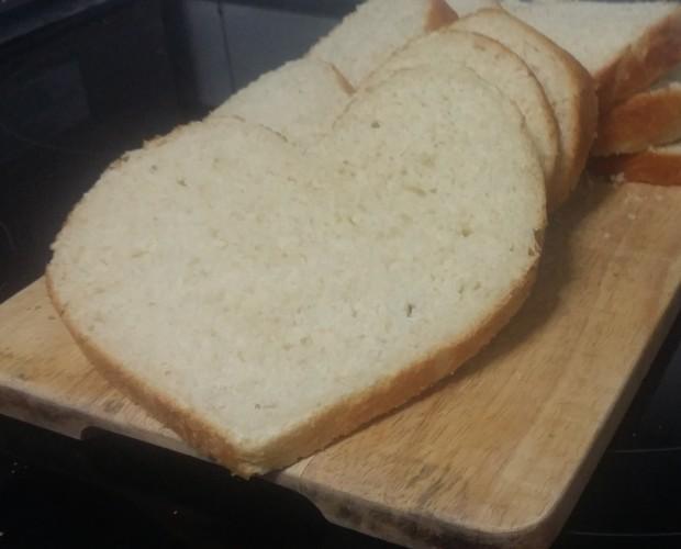 Pan de Molde.Pan de molde en forma de corazón