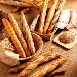 Pan ultra. Baguette crue, gros pain, baguette complète