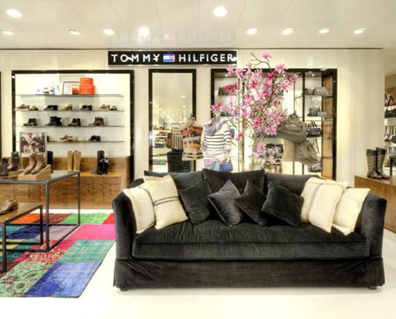Decoradores Interioristas.Decoración en tienda Tommy Hilfiger