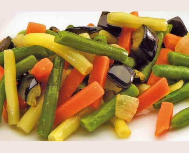 Verduras congeladas. Verdura pelada, lavada, cortada y congelada