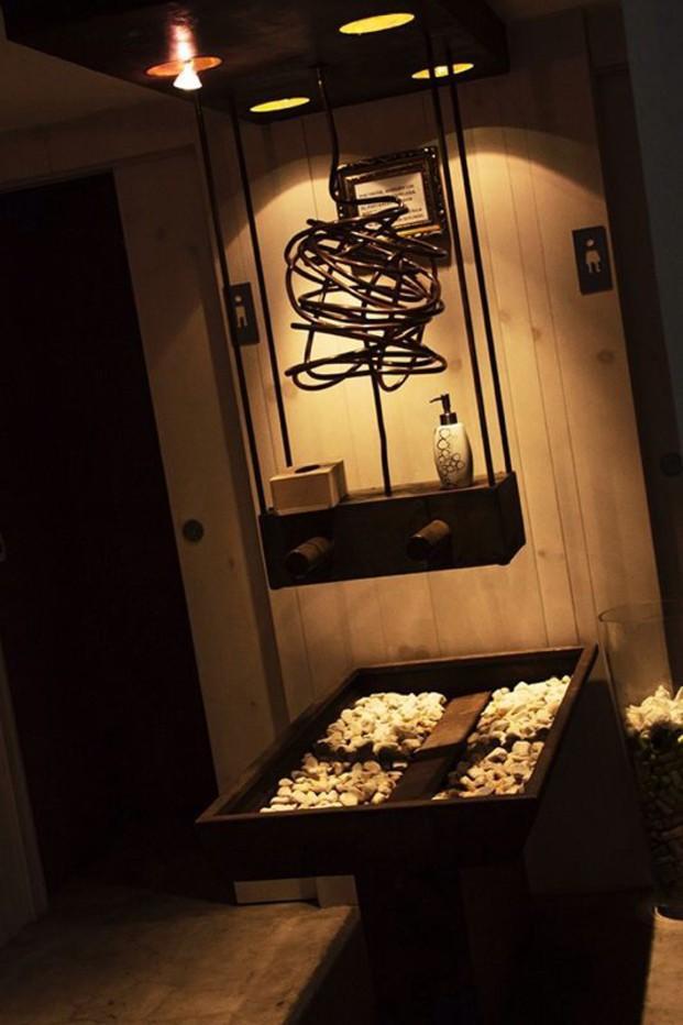 Aseo de restaurante. Diseño de interiores del restaurante Sopa Boba