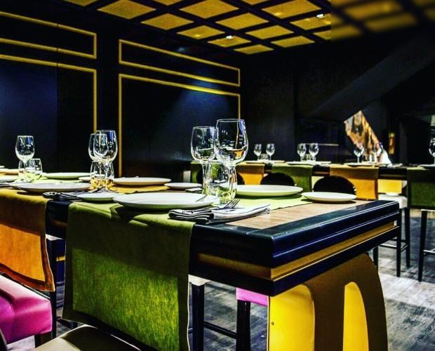 Decoración en el restaurante D´sesto. Mesas altas comunales