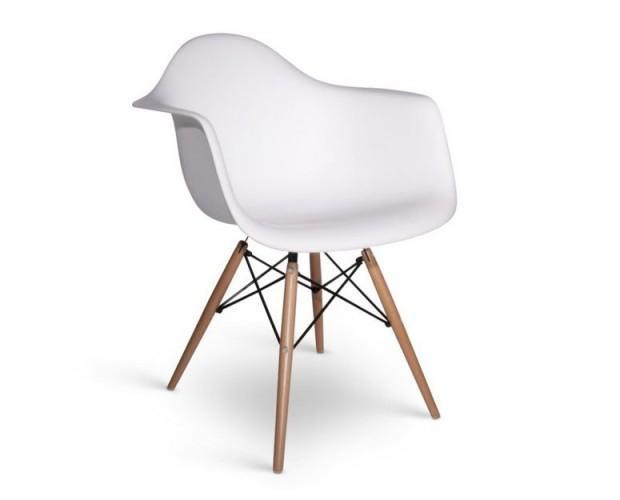 Sillas.Réplica de la famosa silla de diseño Eames DSR