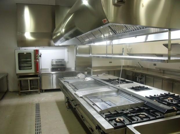 Cocina industrial. Instalación de equipamientos