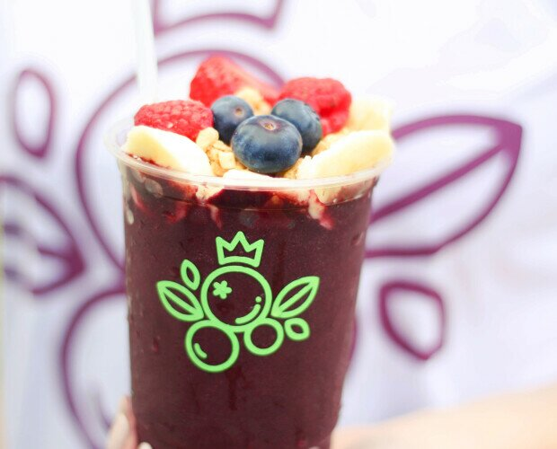 Açaí en copa. Açaí en copa con frutas de topping.