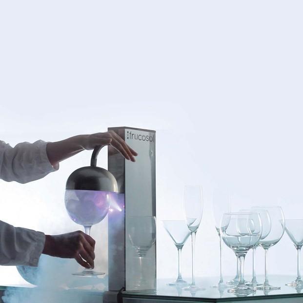 Enfriadores de bebidas. Congelación al instante de cualquier tipo de copa o vaso. Ocupa muy poco, por lo que puede colocarse en cualquier lugar.