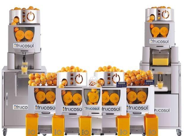Exprimidores.Exprimidora automática de alimentación manual. Su atractivo sistema de exprimido a la vista del consumidor la convierten en un reclamo dentro de su establecimiento.