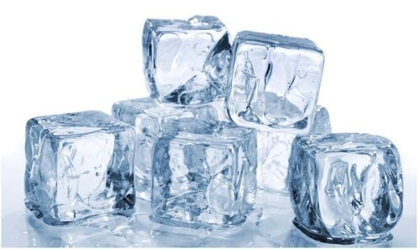 Proveedores de Hielo. Tres variedades de hielo en cubitos
