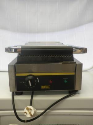 Grill eléctrico. Alquiler de maquinaria para hostelería