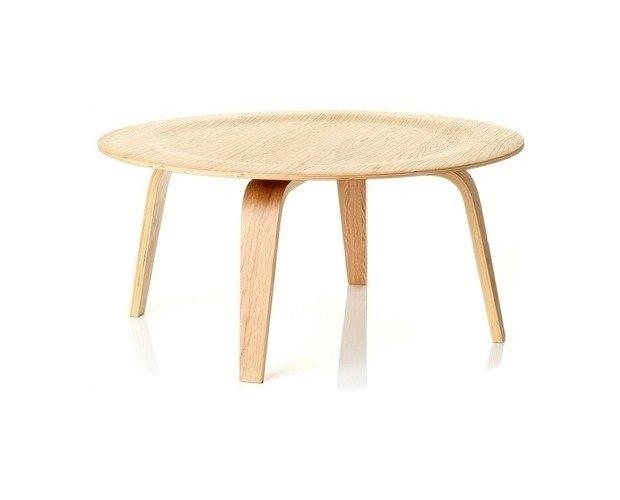 Mesa Ame. Fabricada con armazón de madera curvada y chapada en madera de fresno